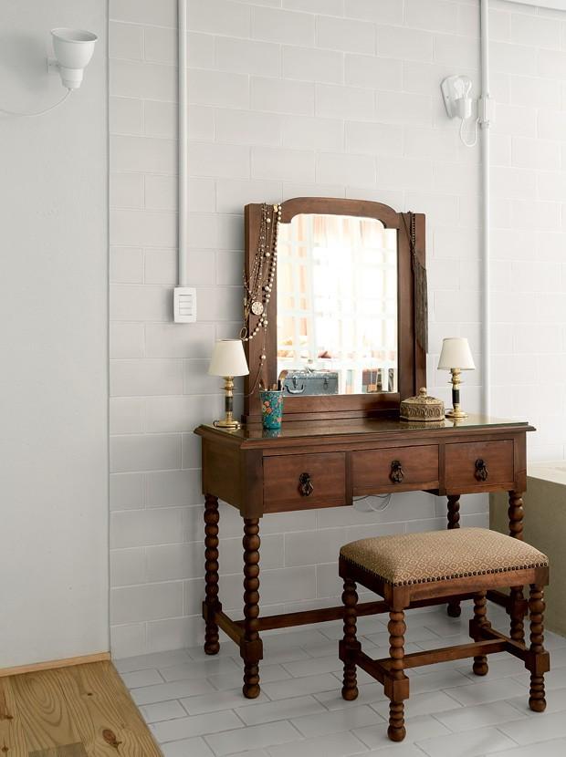 apartamento-decoracao-estudio-vitor-penha-estilo-industrial-concreto-aparente-penteadeira