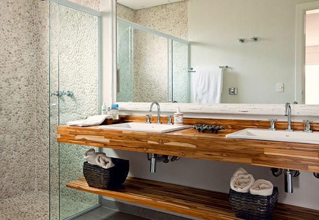 Banheiros em Teca