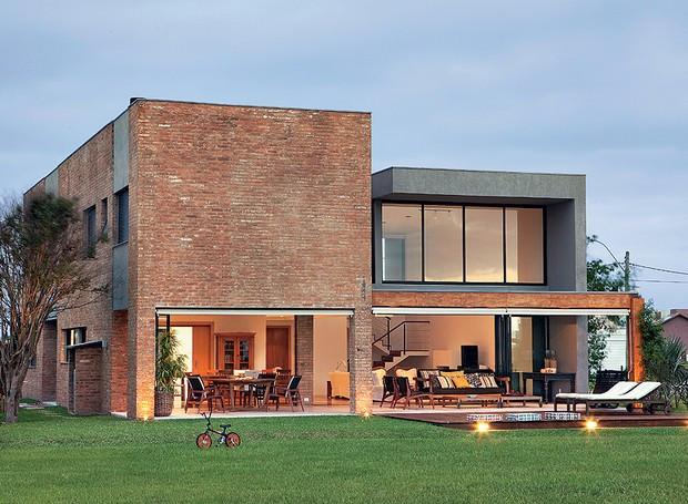 casa-arquitetura-seferin-tijolos-de-demolicao-fachada