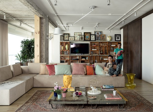 apartamento-decoracao-estudio-vitor-penha-estilo-industrial-concreto-aparente-sala-de-estar