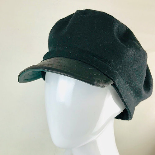 Black fiddler cap with green lining