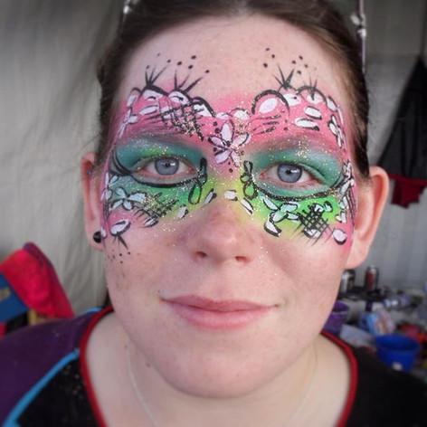 Game face on 😏 ready for summer! ☀️😎☀️_#makeup #festivalfaces #festival #facepaint #facepainting #facepainted #bodypaint #bodypainting #neon