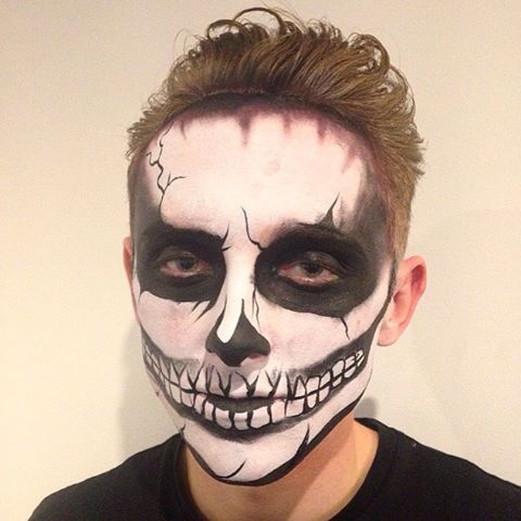 Halloween is done!! One of the many skeletons from the weekend to see all of the Halloween face pain