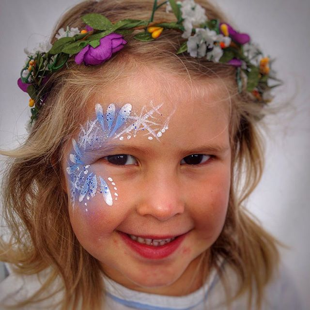 Can't go wrong with a #frozen design! _sophieglew #festivalfaces #facepaint #facepainting #facepaint