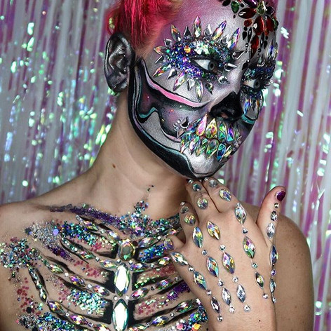 Halloween hand jewels, body jewels and individual jewels used as skeleton teeth! Really proud of this look thanks to my amazing model _eview