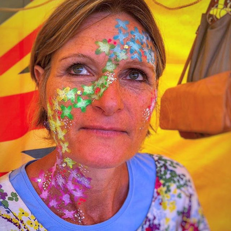 It's Friday!! Let's spread the love with flower power like my beautiful mummy does 🌸🌺🌹🌼_#makeup #festivalfaces #festival #facepaint #facepai
