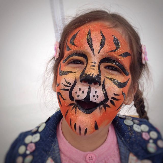 What a scary tiger cub! #bunkfest #festivalfaces #facepaint #facepainting #facepainted #festival #bo