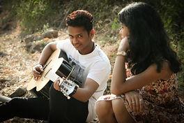 indian manplyig gutar to a girl