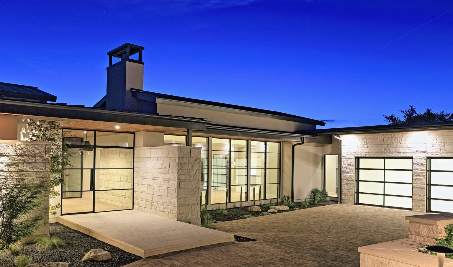 12121-MusketRim-hill-country-house-Evening