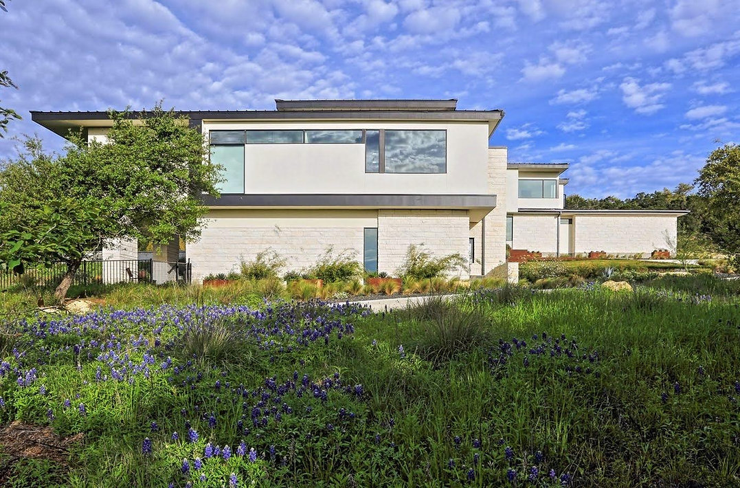 Texas-Hill-Country-modern-house-blue-bonnets-lankerani-architecture