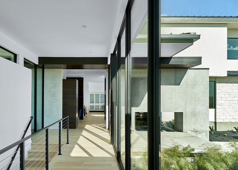 Austin-Modern-house-gallery-space-lankerani