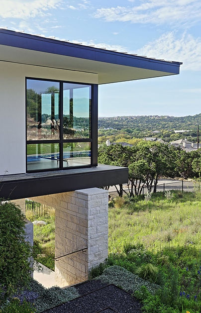 Austin-Texas-Hill-Country-modern-house-cantilever-roof-lankerani-architecture