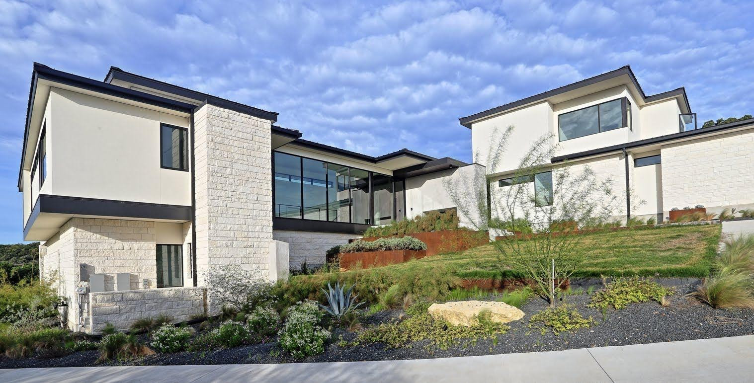 Austin-Texas-Hill-Country-modern-house-curb-appeal-lankerani-architecture