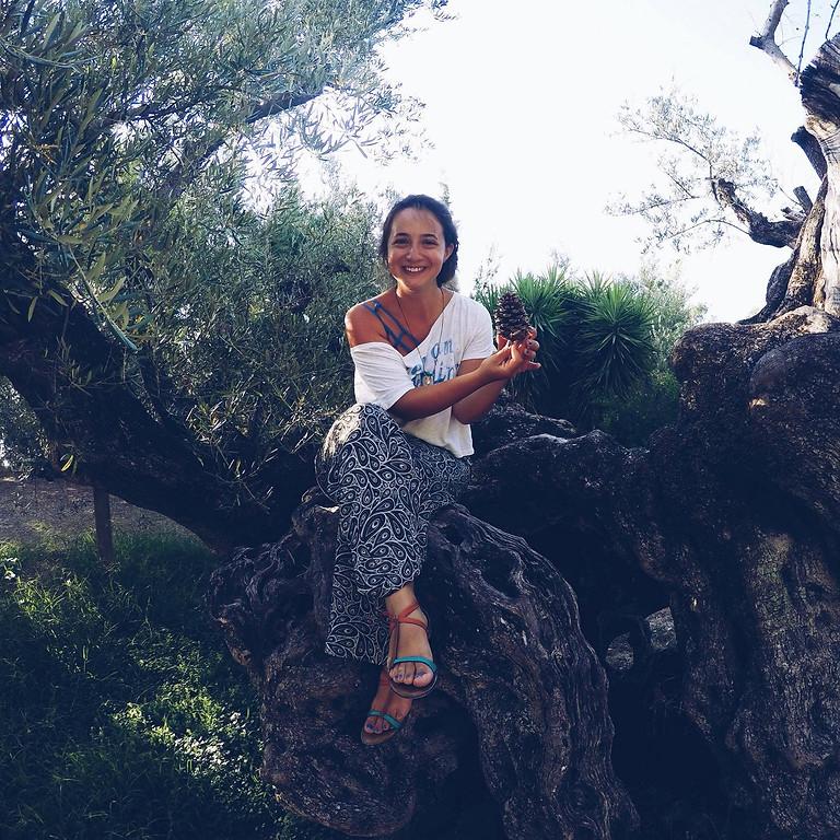 Ayın Konusu: Zeytin Ağacının Gölgesinde Yunanistan