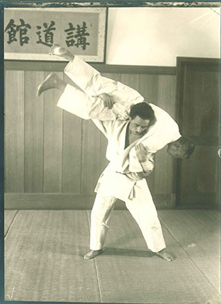 Mr Mifune 10th Dan performing Nage-no-kata
