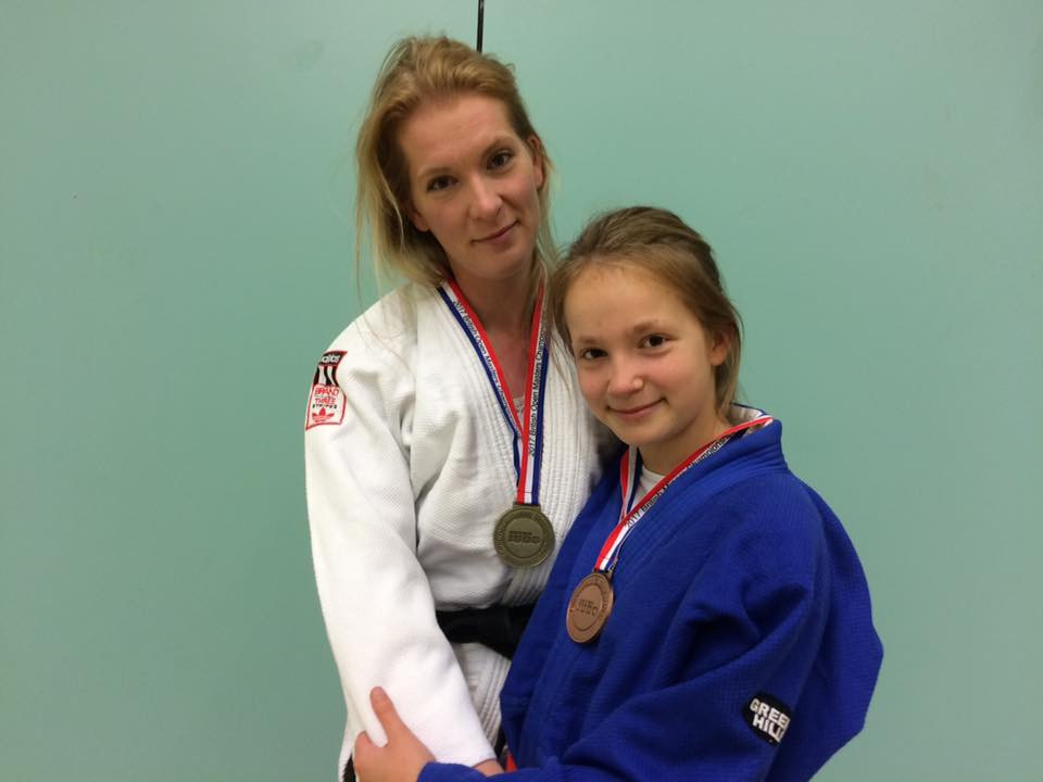 Roz and her daughter Alanna both with their national medals