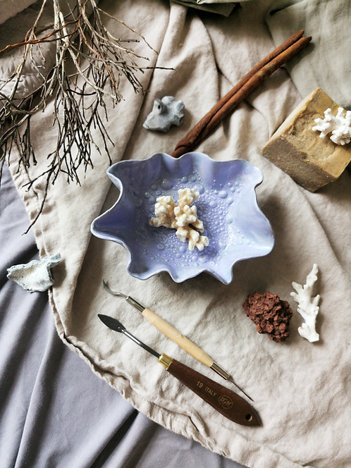 "Hand-made ceramic soap dish ""Lily Shell"""