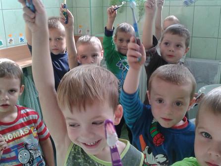 Polskie przedszkolaki pobiły Rekord Guinnessa w jednoczesnym myciu zębów