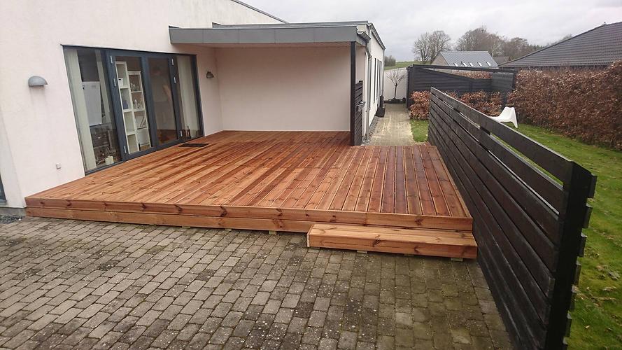 25 års professionelt håndværk | Tømrer i Kolding | Kent Haysen - Traæterrasse til nybygget hus.