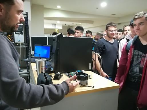 """Εκπαιδευτική  επίσκεψη  της Β΄ και Γ΄ τάξης  ΠΛΗΡΟΦΟΡΙΚΗΣ στην  εταιρεία   """"COMPUTER PRAXIS"""