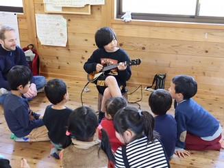 Yurarikko Kids performance at closing ceremony. ゆらりっこ修了式