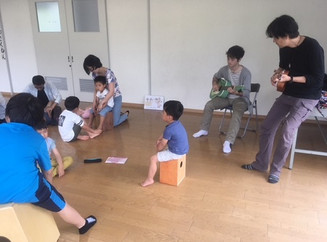 Let's learn the daily routines and then let's play the cajon! 一日の流れを英語で学んでカホンを叩こう!