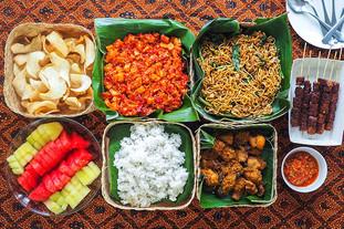 Nasi-Uduk-Ayam-Goreng-Lengkuas-by-DKI-Ca