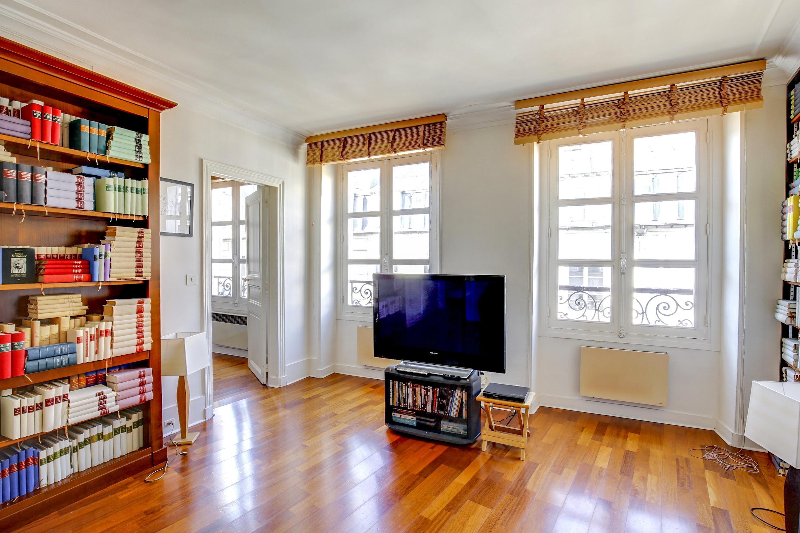 Agence-Leroy-Vente-2-pièces-rue-de-Bourgogne-75007-Paris-8001