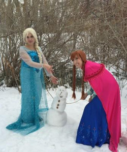 Anna and Elsa Frozen Party Olaf