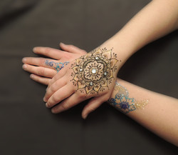 Henna with gems and gilding gel