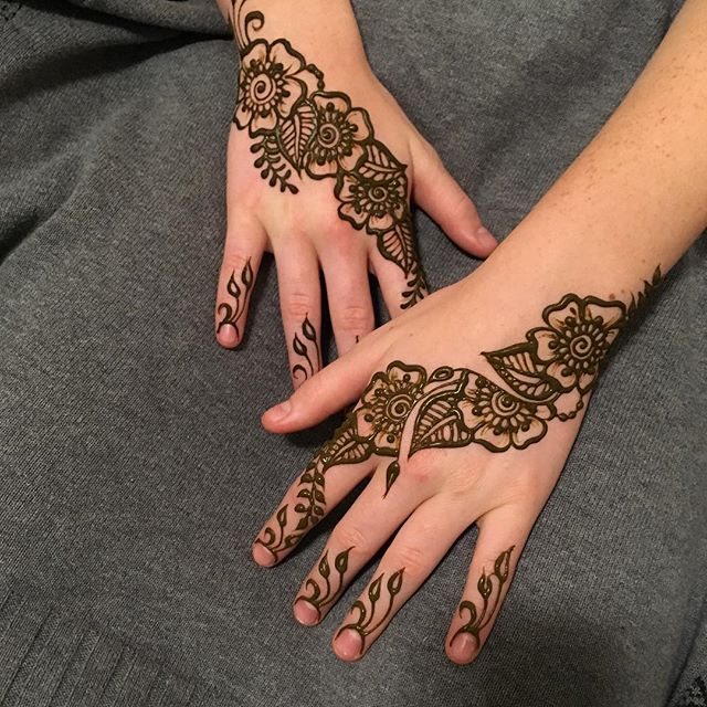 Henna tattoo two hands