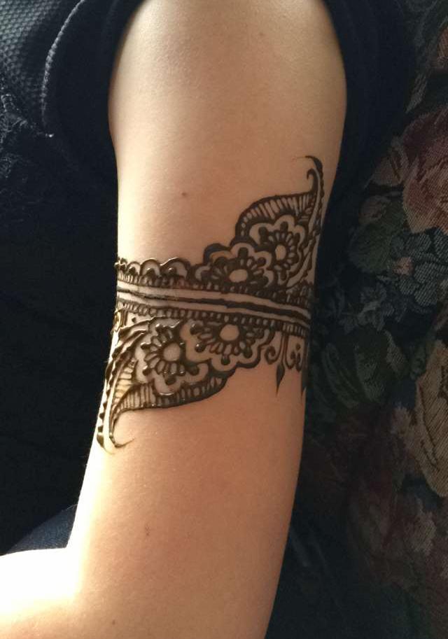 Arm band henna