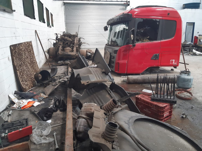 Desmanche de caminhões é descoberto por policiais militares da 3º CIA do 36°BPM/M em Embu das Artes