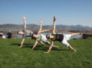 Outdoor Fitness auf dem Juckerhof, Bootcamp, Pilates, AcroYoga, Funktionelles Training mit der besten Aussicht im Zürcher Oberland