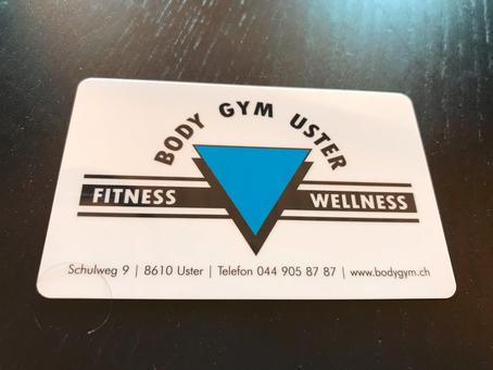 Wenig stolze Besitzerin einer Fitnesscentermitgliedschaft