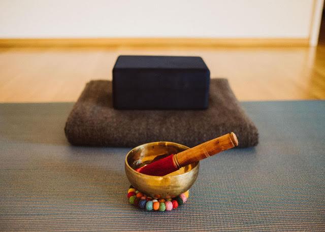 Nathalie Meyer bewegt und Karuna Yoga Meditationsworkshop
