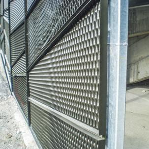kovinska stena polončič