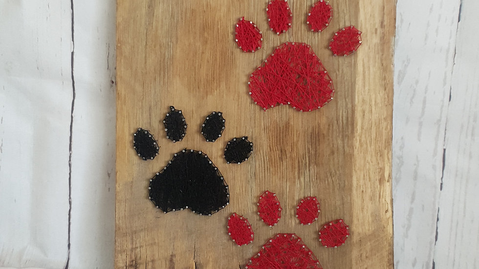 Four Paws : Black & Red
