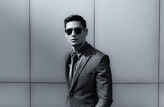 Elegantní mladý hezký muž