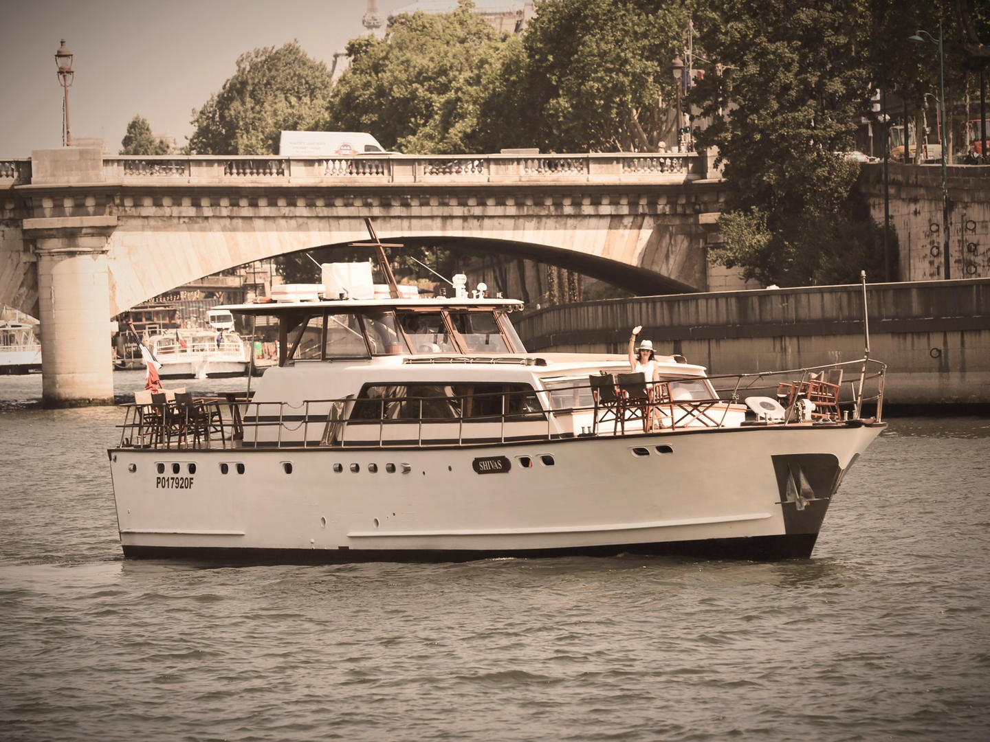 Super Riviera motor yacht at Concorde Paris