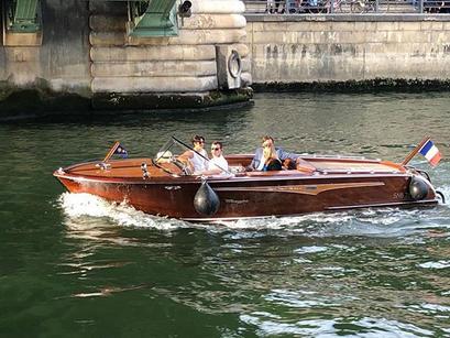 Luxury mahogany sixties runabout