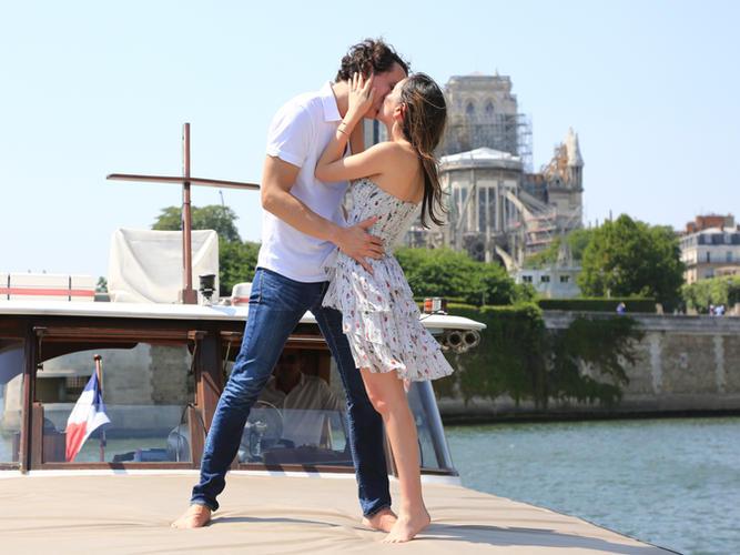 Romantic boat cruise Paris