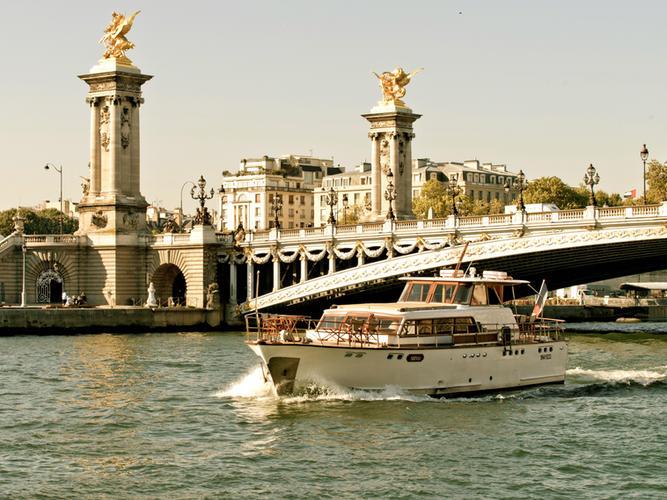 Super Riviera Shivas Pont Alexandre III Paris