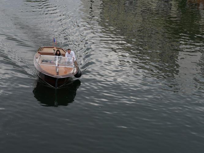 Kim private boat in Paris