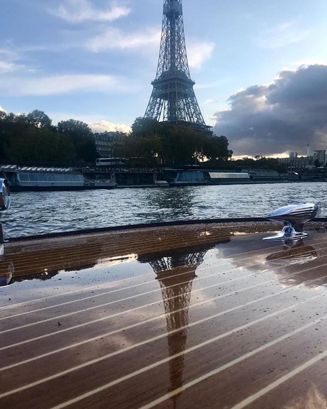 Kim luxury boat at the Eiffel tower