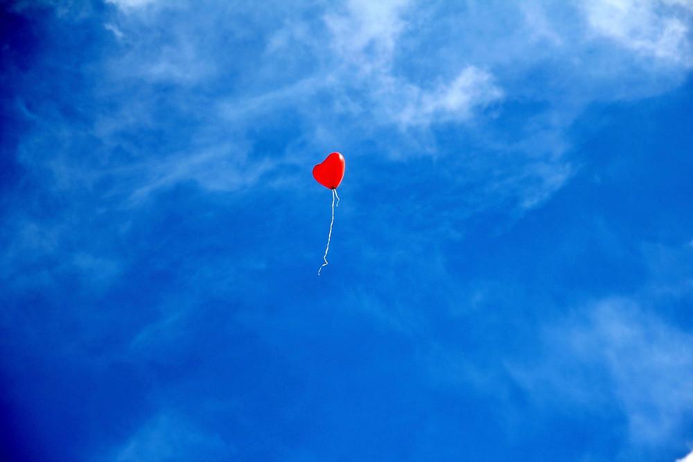Ballon s'élevant dans les airs