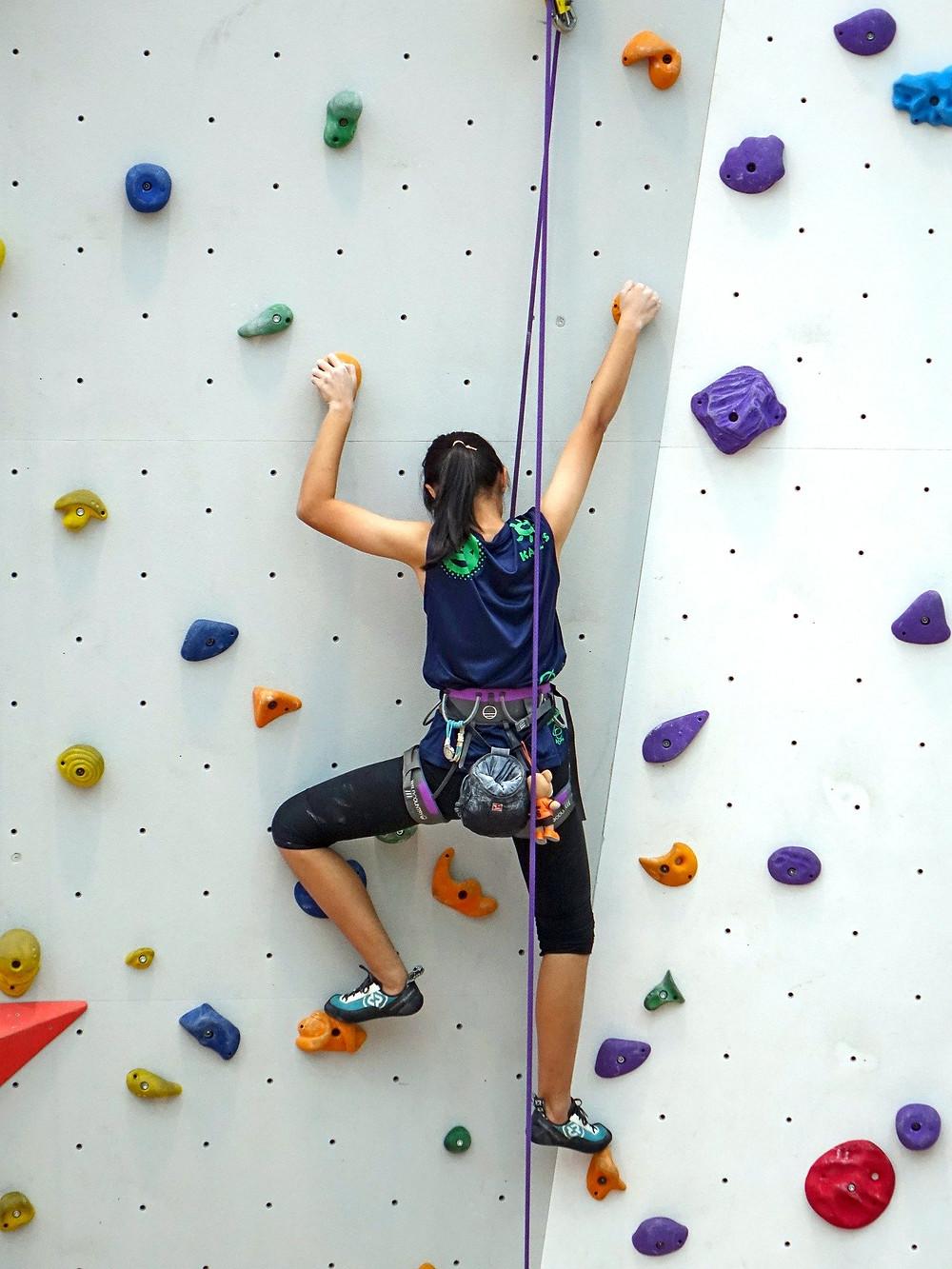 Faîtes de l'escalade indoor pour vos trente ans