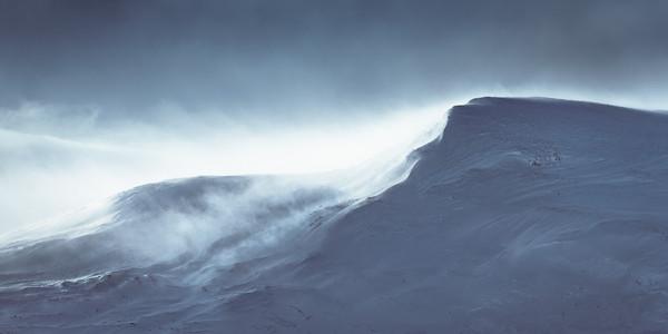 Neige et vent dans les montagnes du Stora Sjofallet en Laponie