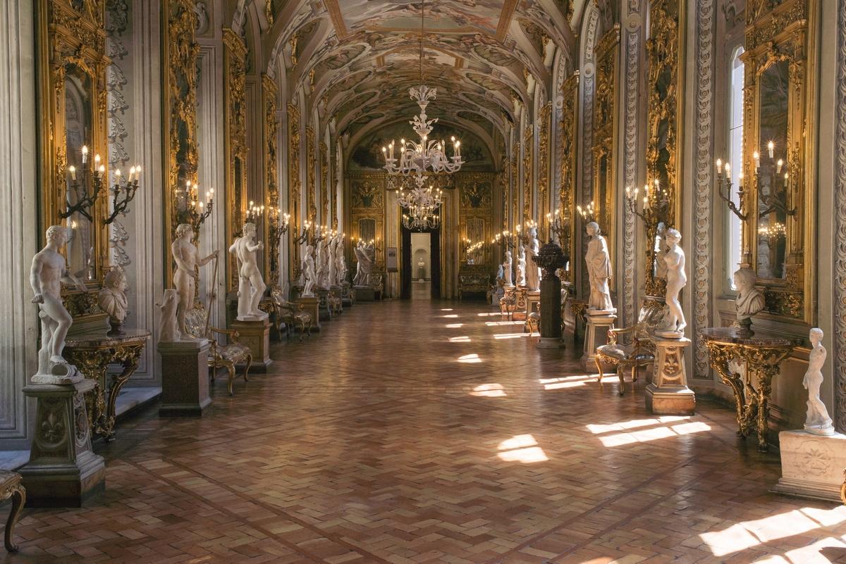 Rome, Palazzo Doria Pamhilj, Galleria degli Specchi, 3.00 pm