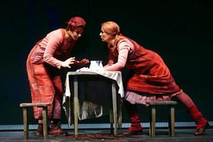 Andreja Zidaric als Gretel in Hänsel und Gretel Foto: Stephan Floss
